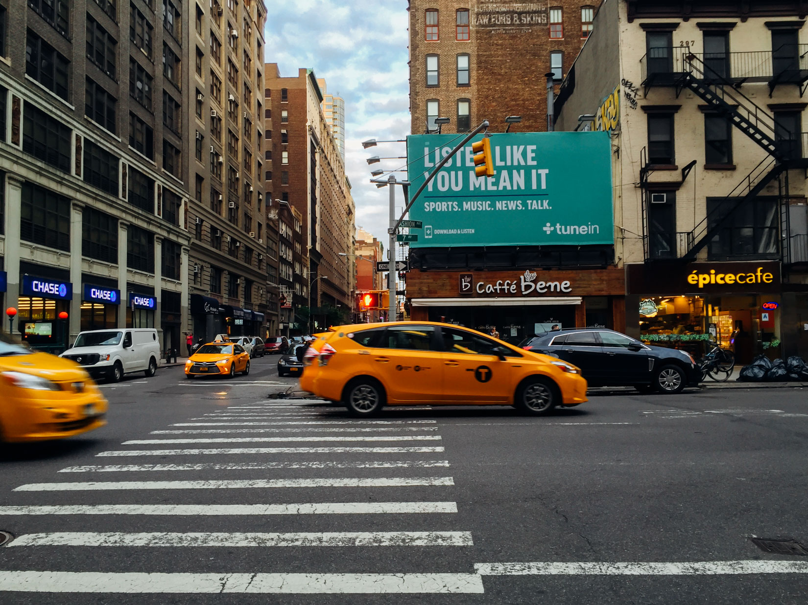 Manhattan Street and Taxis